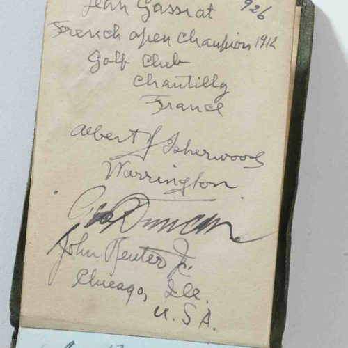 "signature de Jean Gassiat ""french open champion 1912 - Golf Club de Chantilly France"" de 1926, apposée sur un livret d'autographes du British Open de 1926 à St Annes on Sea."
