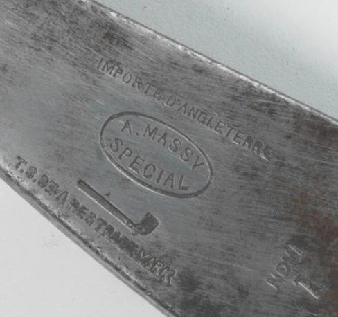 "Détail estampille ""A MASSY Special"" avec la mention ""IMPORTE D'ANGLETERRE"", fabricant Tom Stewart - St Andrews (Ecosse)"