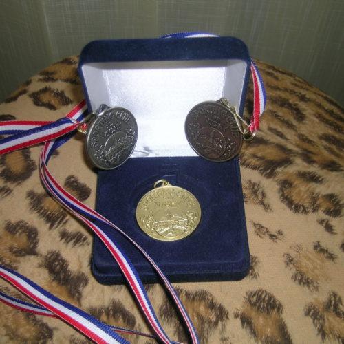 Les médailles du Sporting - or, argent et bronze, réeditées pour l'occasion par l'APGF