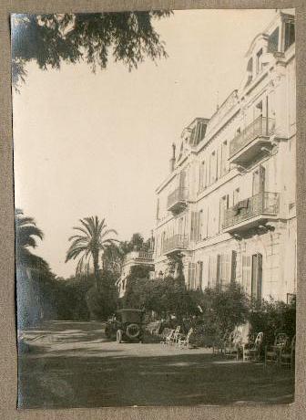 REPORTAGE PHOTO des années 1925 d'une famille anglaise (Family Blacker - Ireland ? - à identifier) en villégiature à Saint Raphael et ses environs dont Fréjus.